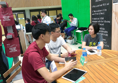 voluntarily gave guidance to NTU undergraduates on possible career paths, NTU career fair - 2019